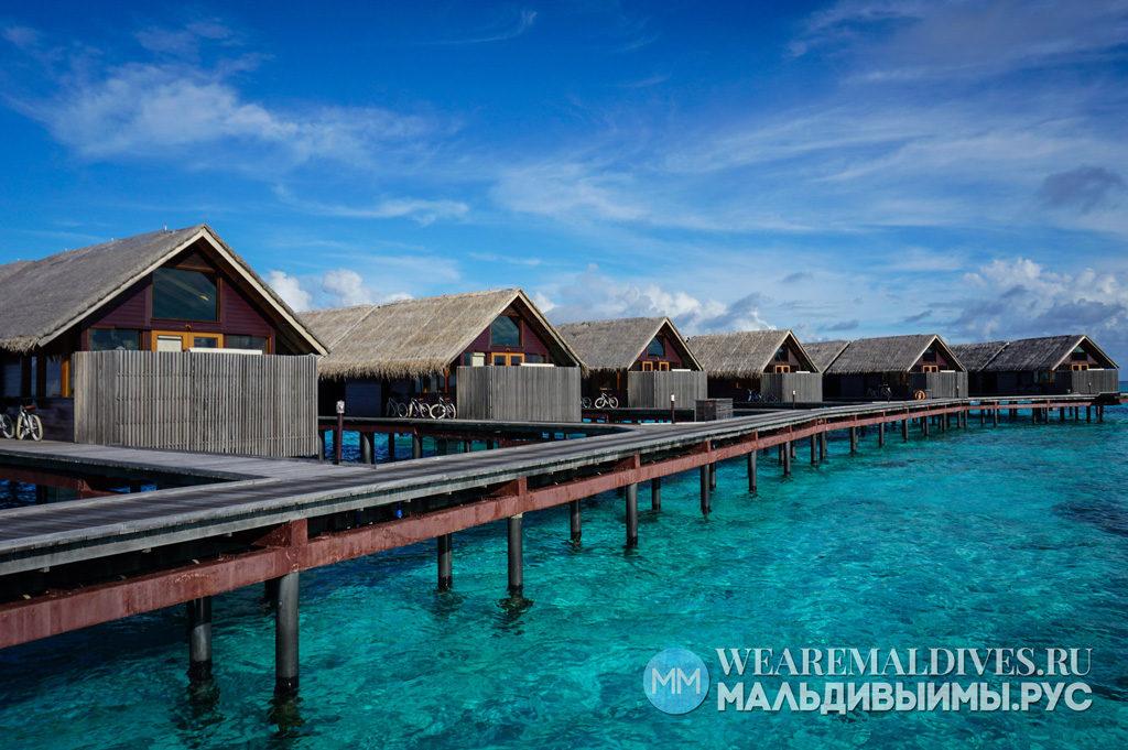 Мост к водным виллам отеля Shangri-La's Villingili на Мальдивах
