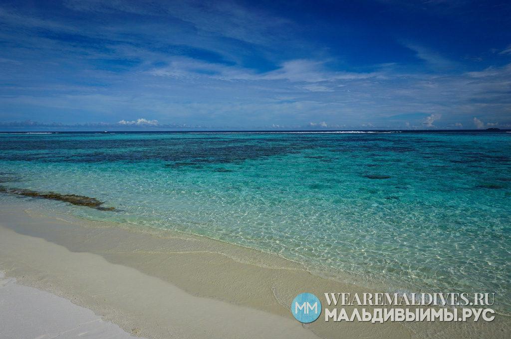 Личный пляж с прозрачной водой на мальдивском острове Angsana Velavaru