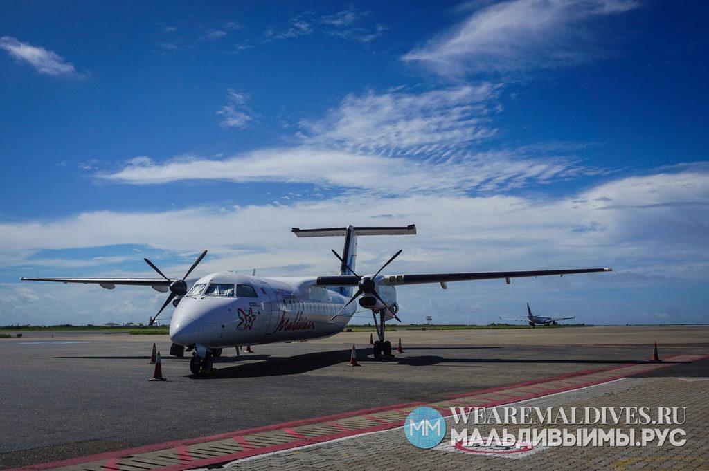 Самолет авиакомпании Maldivian в аэропорту Мале