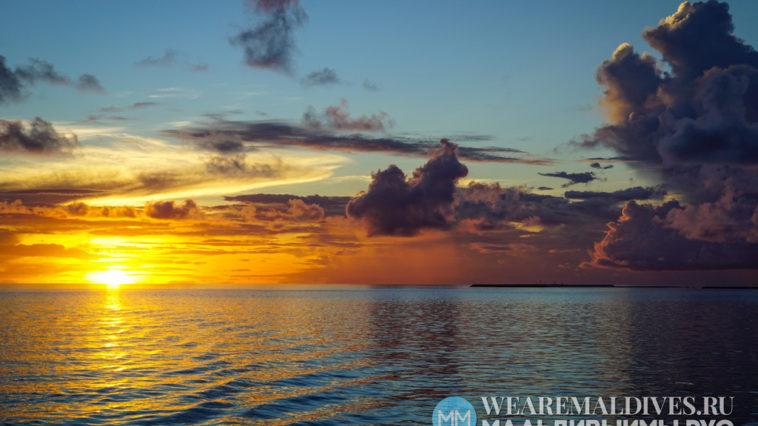 Закат над Индийским океаном в Мальдивах