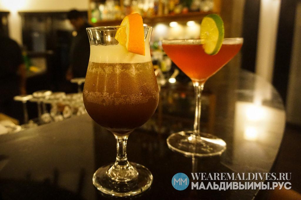 Алкогольные коктейли в баре отеля Kihaad Maldives