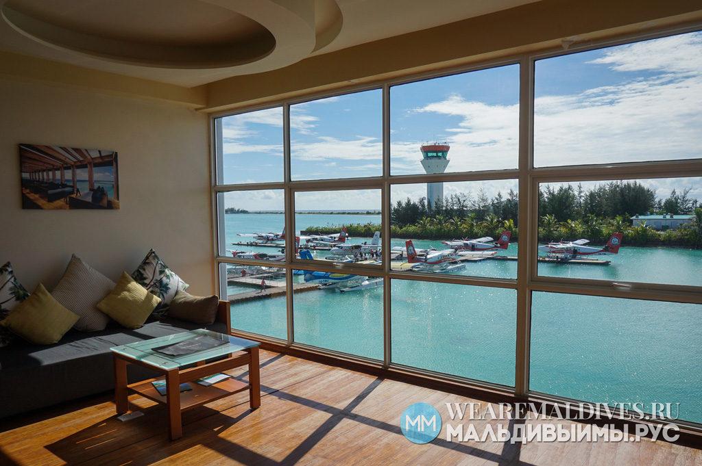 Лаундж зал ожидания отеля Amilla Fushi в аэропорту Мальдив