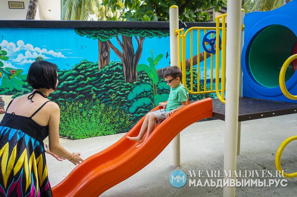Открытая детская площадка отеля Ангсана Велавару Мальдивы