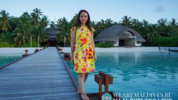 Девушка на Мальдивах летом