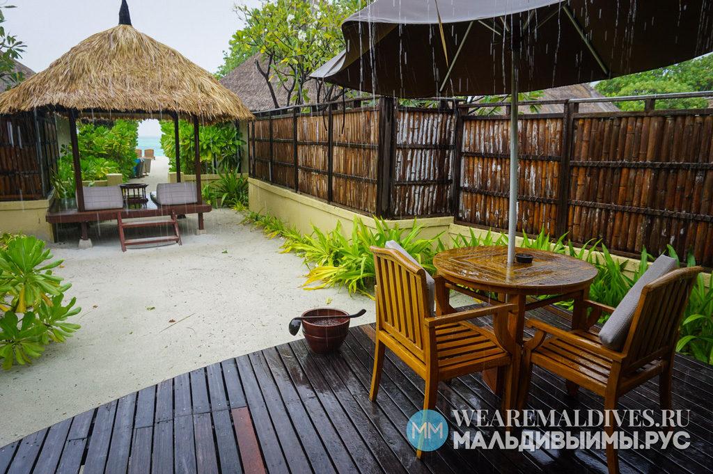 Вилла на Мальдивах в дождь
