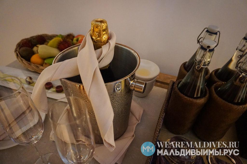 Бесплатное шампанское и фрукты для гостей отеля Dusit Thani