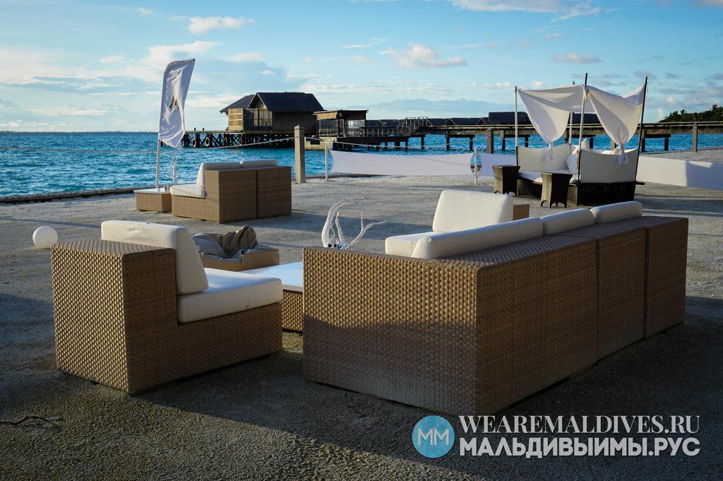 Бар M-Lounge в Shangri-La's Villingili Maldives