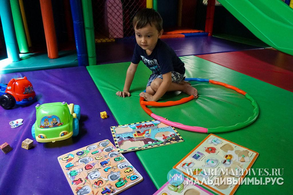 Игрушки в детском клубе отеля на Мальдивах