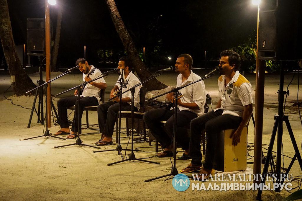 Музыканты в ресторане Jaavu острова Shangri-La's Villingili